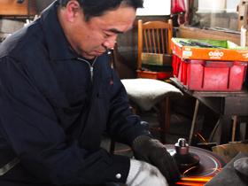 TOBISHO (The scene where Yasuhiro Tobiduka is manufacturing pruning shears )