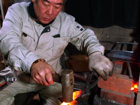 YASUHIRO (The scene where Yoshinobu Osumi is manufacturing Ikenobo Shears )